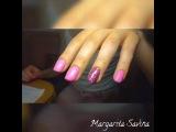 Маникюр матовый розовый с блестящим дизайном
