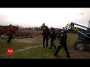 На Рівненщині селяни вилами й колодами захищали поля де за рішенням суду має бути дорога