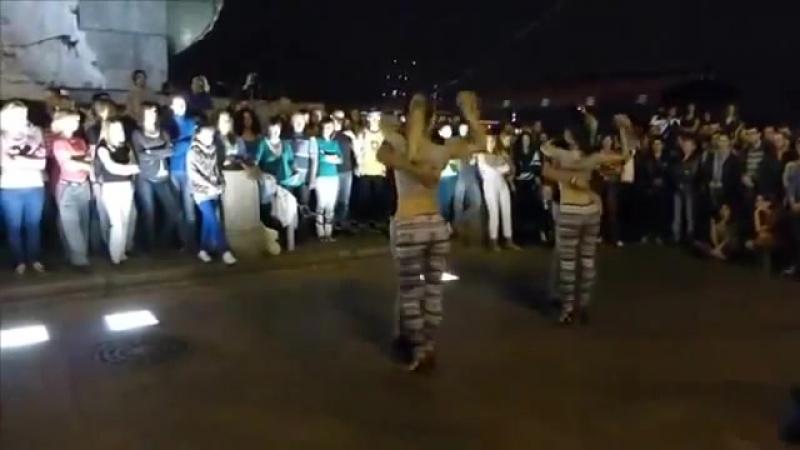 Это малограмотный танец, а внушение для того мужских глаз! Kizomba Dance 000 в один из дней пересмотрел