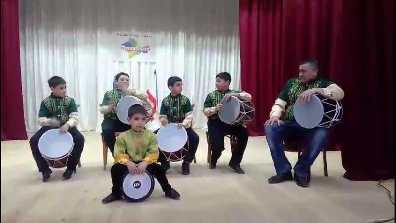 Новоселовский музыкальный коллектив барабанщиков получил в подарок от Главы Республики