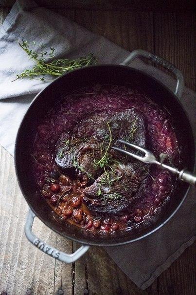 Мясо, запечённое в клюквенном соусе.