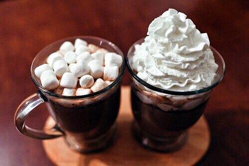 Вкусным молочным коктейлем на основе мороженого, которые вы без труда