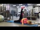 Елена - раннее утро выполняет свою любимую гимнастику.