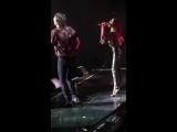 Тини поёт вместе с Мануэлем в театре Gran Rex