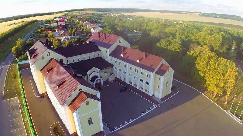 Обширная территория гостиницы и монастыря (с.Макаровка)