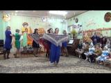 Танец мам с платками