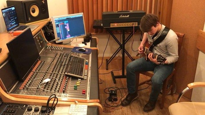 Alexander Billione on Instagram Пишем гитару для моей первой рок песни специально для 14 го эпизода Героев Энвелла @Yarozadeev играет а реж