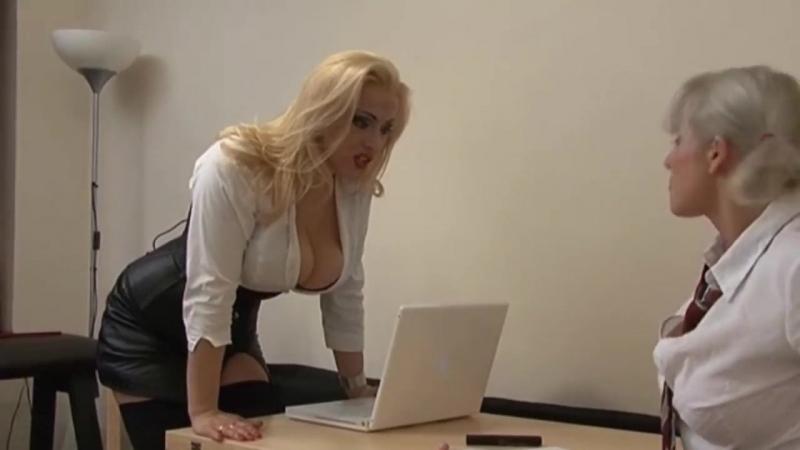 Mistress Alexandra Леди босс доминирует над сотрудницей
