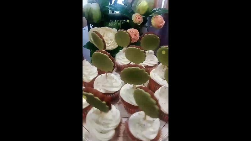 Имбирномедовые пряники и капкейки с солёной карамелью крем чиз