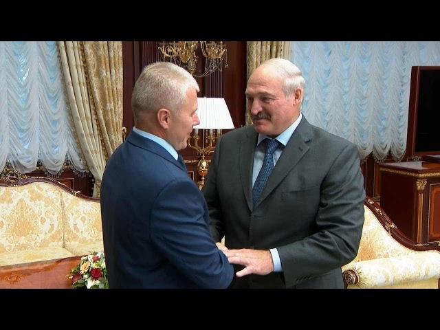 О жизни в космосе и на земле - Лукашенко встретился с космонавтом Новицким