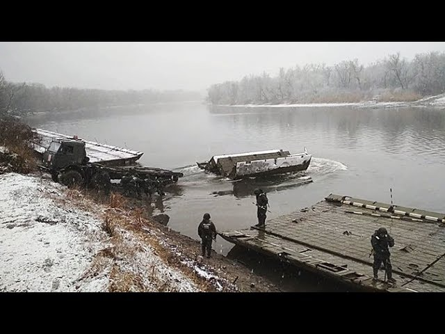 Инженерные подразделения ЮВО обеспечили переправку войск по 100 метровому понто ...