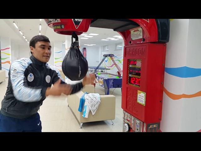 Серик Сапиев выбивает новый рекорд ударом правой Атлетическая деревня в universiade