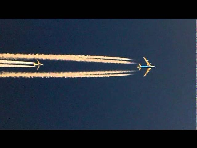 Boeing 747 overtaking a Boeing 737 over Baghdad