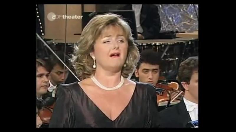 Edita Gruberova - La sonnambula - Ah non credea...Ah! Non giunge