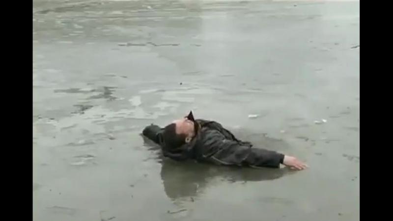 Что делать если провалился под лёд