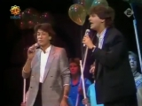 ALBERT HAMMOND &amp ALBERT WEST - Give A Little Love (1986)