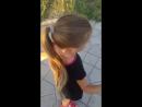 Каролинка учиться кататься на роликах