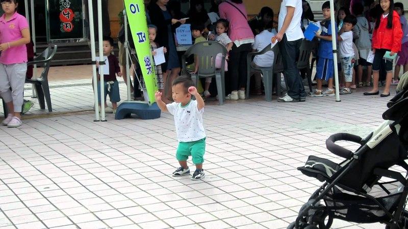 Korean baby dancing to