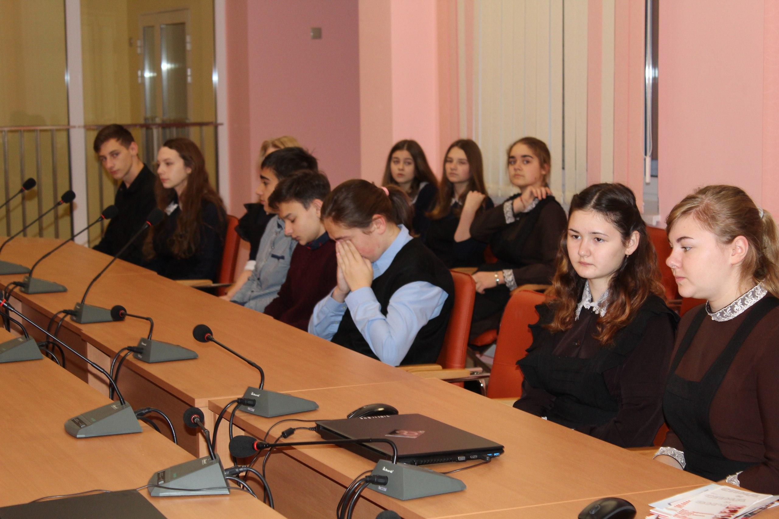 Встреча учеников 10-11 с начальником Отдела ЗАГС