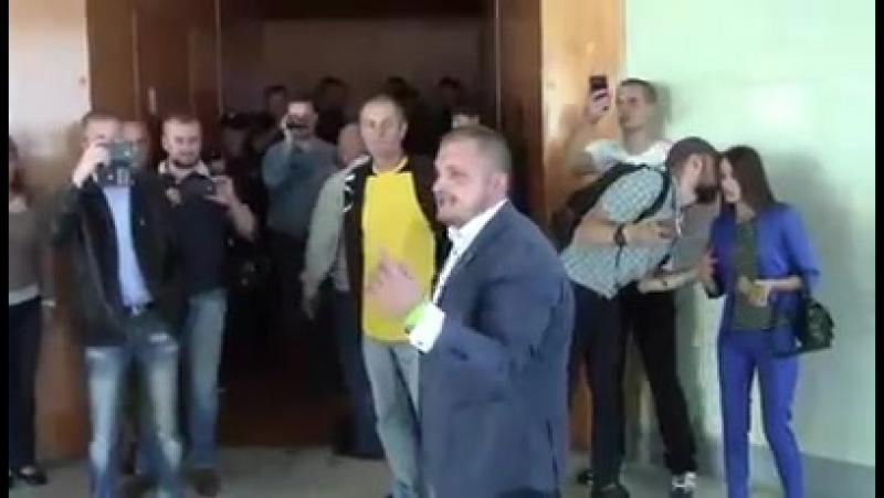 Мер Конотопа Артем Семеніхін в обласній раді.