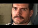 Генри Кавилл записал видео в память о скандальных усах