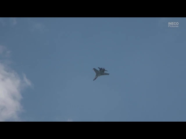 Sukhoi Su-35S with amazing aerobatics appears to defy physics.MAKS 2017 Air Show
