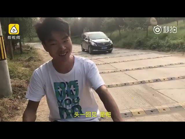 Психанули) В Китае рабочие положили более 600 лежачих полицейских на километр ...