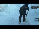 В центре Уфы пенсионеры топят снег, чтобы обеспечить себя водой