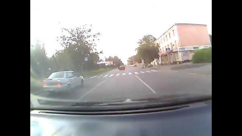 Лансер сбивает пешехода в Барнауле