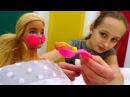 Видео про кукол - Барби замерзла на ледовом катке