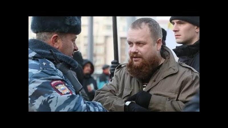 Дмитрий Демушкин возле суда силовикам «Власть поменяется и вас будут судить!»
