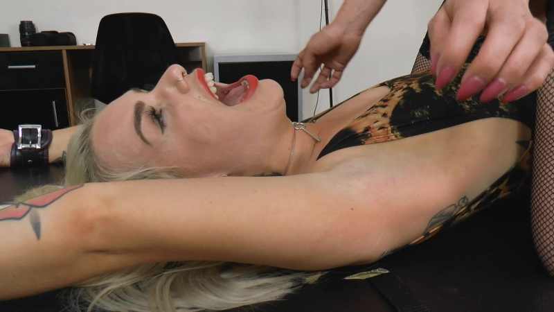 UKTickling - Laura Puts Jades Ticklish Armpits To The Test