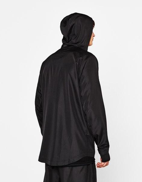 Спортивная куртка из высокотехнологичной ткани