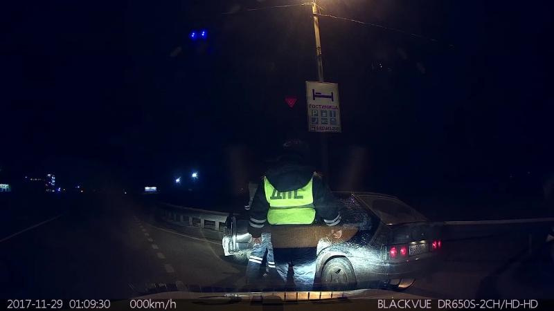 Задержание нетрезвого водителя при взаимодействии Госавтоинспекции и таксомоторных организаций. 29.11.2017 г.29 ноября