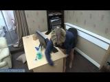 Мамка секретарша вытирает стол от спермы она очень любит на нем трахаться с начальником