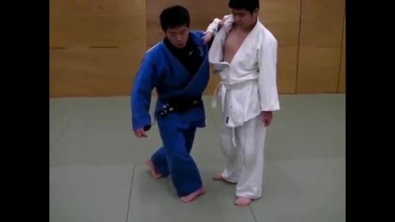 Основные моменты при выполнении броска Uchi-Mata (Подхват изнутри) от Koji Komuro