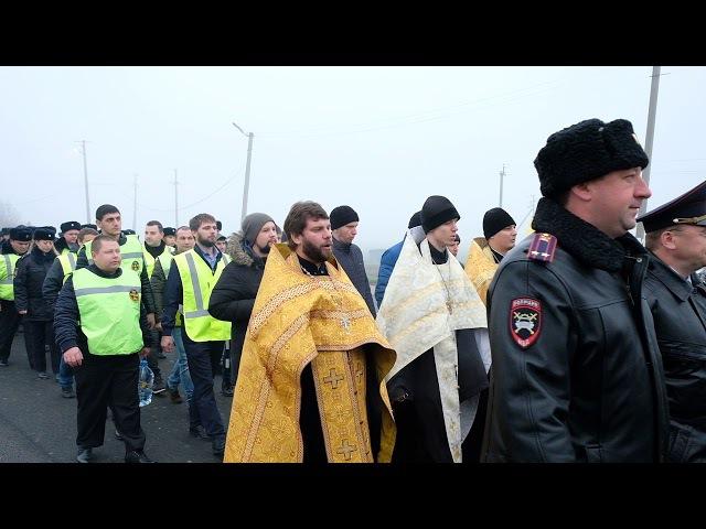 на россии все чокнулись... не верите... смотрите! Крестный ход против ДТП, 18 ноября, Краснодаре они чё там все совсем пиз... да
