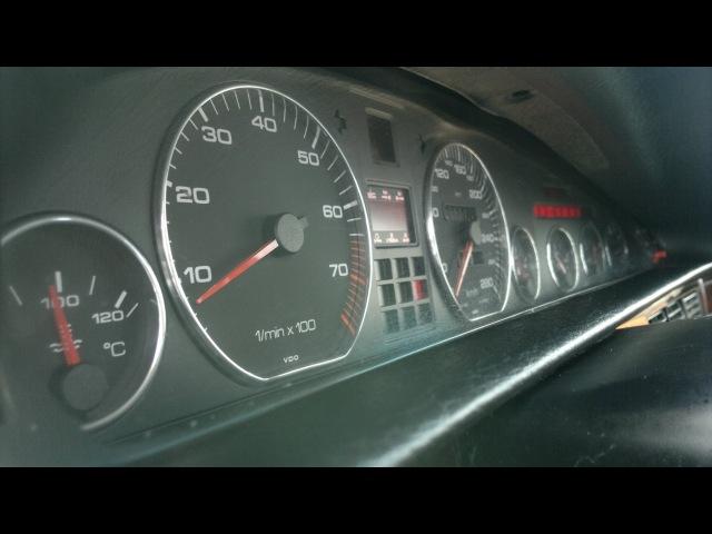 Audi V8 D11 4.2L 1993r interior closeup