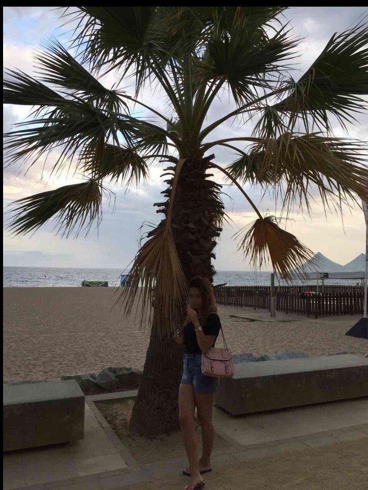Беженцы в Испании высадились на пляж