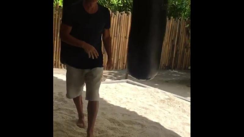 Олег Газманов Жесть! Учу Марусю(на свою голову) тайскому боксу... бокс отдыхаемхорошо отдых житьтакжить Моиясныедни мальд