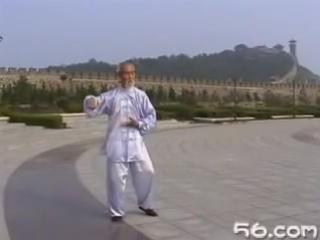 80-летний китайский мастер тайцзицюань демонстрирует комплекс Чень ши