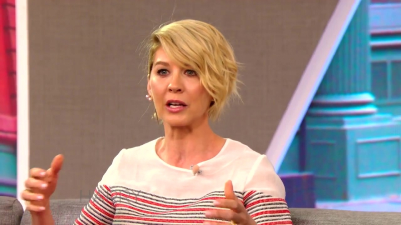 Jenna Elfman Talks Dharma and Greg Bob Dylan