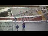 Видео наезда автобуса на людей в подземном переходе в Москве метро Славянский бу