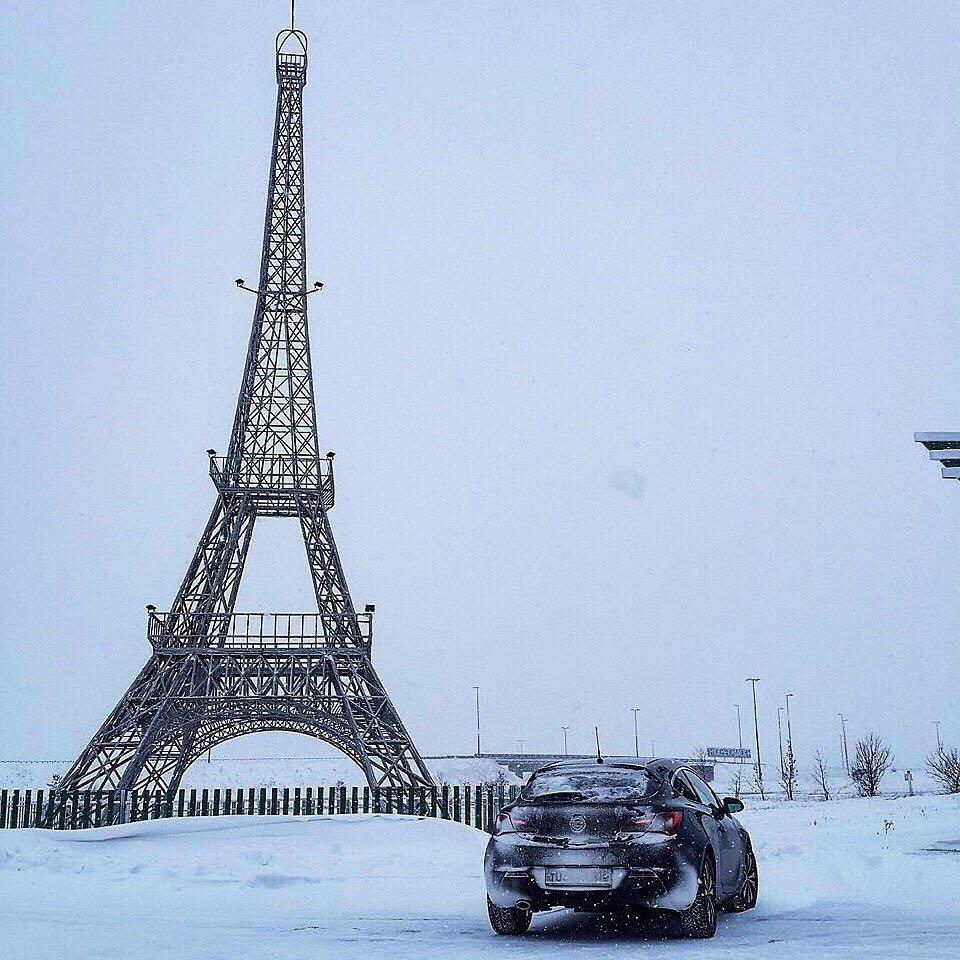 Парни, если у вас не хватает денег пригласить девушку в Париж, то пригласите ее хотя бы на романтик на трассу между Челнами и Нижнекамском