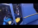 Водитель автобуса запер нервного мотоциклиста в салоне