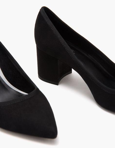 Туфли-лодочки на среднем каблуке с острым носом