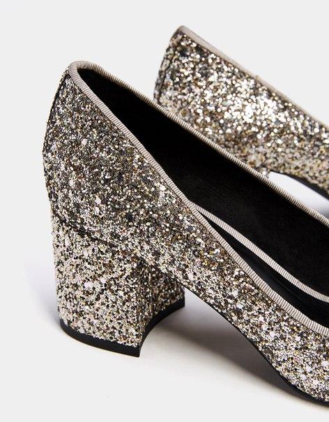 Туфли на среднем каблуке с острым носом и блестящей отделкой