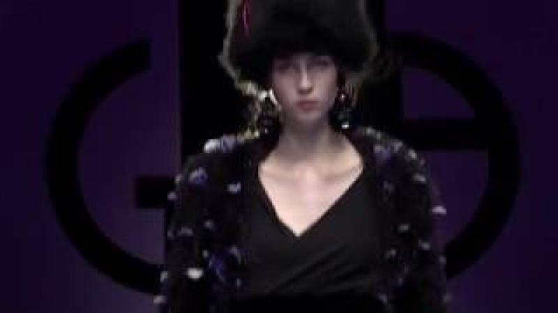 Giorgio Armani Fall Winter 2018-19 Womenswear Fashion Show Video - Atmosfera