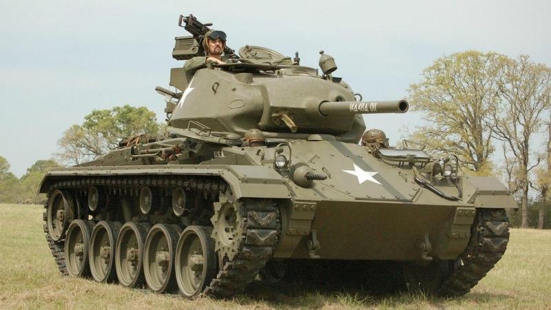 Загляни в реальный танк M24 Чаффи. Часть 2. В командирской рубке [World of Tanks]