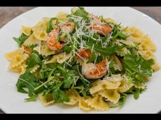 «Вкусный репортаж»: готовим фарфалле с креветками и рукколой